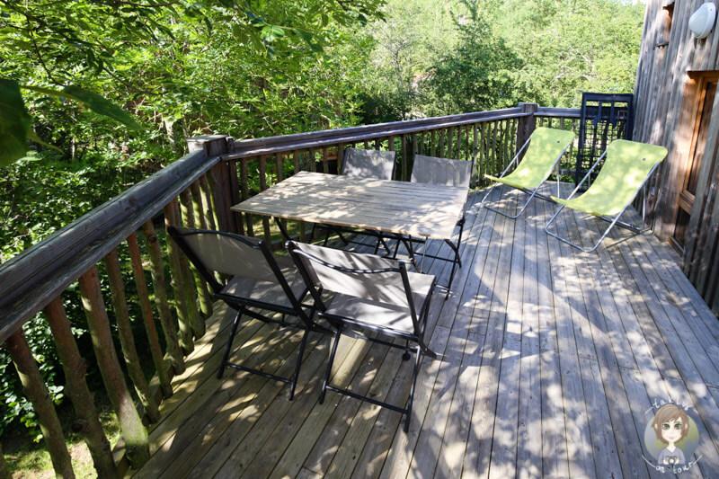 Die Terrasse einer Baumh+tte im CosyCamp, Frankreich