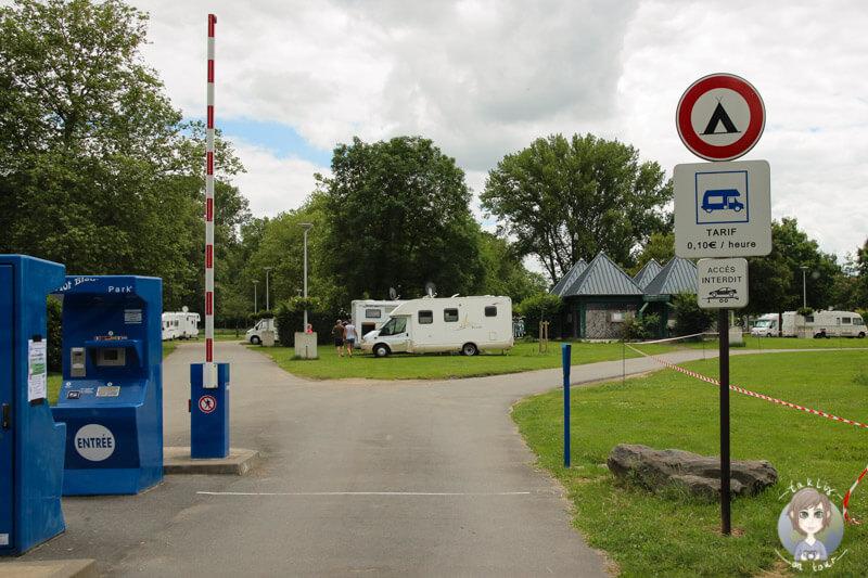 Einfahrt auf den Aire de Camping-Car Moulins, Frankreich
