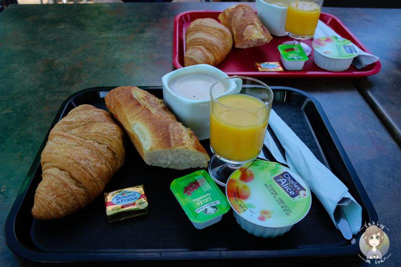 Frühstück auf dem Campingplatz in Murol