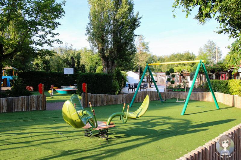 Kinderspielplatz auf dem Campingplatz in Frankreich