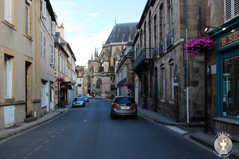Das historische Städtchen Moulins in Frankreich