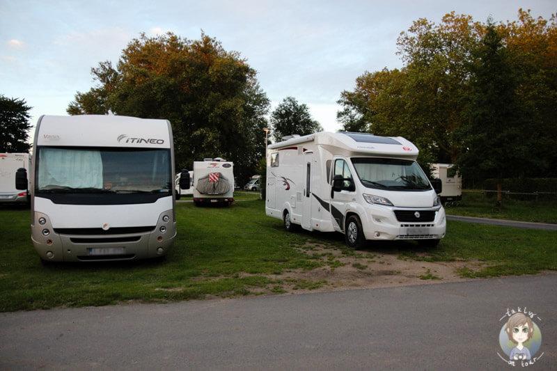 Freie Stellplatzwahl auf dem Campingplatz in Moulins, Frankreich