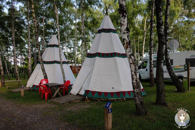 Tipis auf dem Campingplatz Le Ranch des Volcans