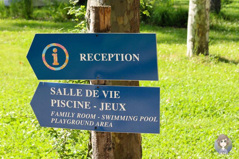 Wegweiser im CosyCamp, Auvergne