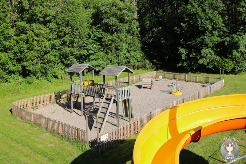 Zahlreiche Spielplätze für Kinder auf dem Campingplatz Sunêlia La Ribeyre, Auvergne