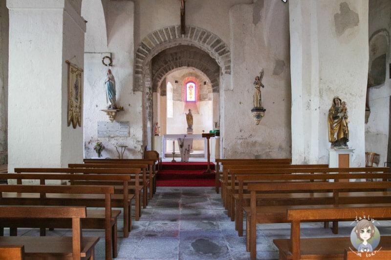 Das Innere der Kirche Saint-Martin de Senat à Taxat Senat, Frankreich
