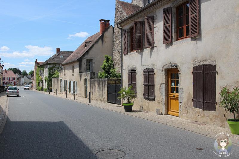 Fahrt über die Hauptstraße von Chantelle