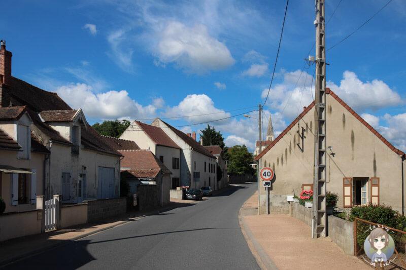 Die Hauptstraße von Chantelle, Frankreich