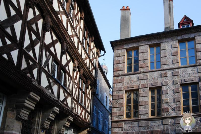 Wunderschöne, alte Fachwerkhäuser in Moulins, Frankreich