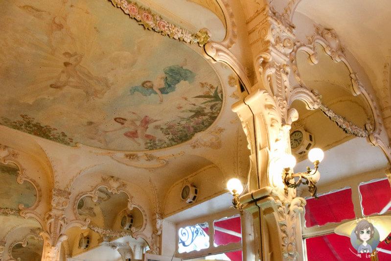Im Le Grand Café, Moulins, Auvergne