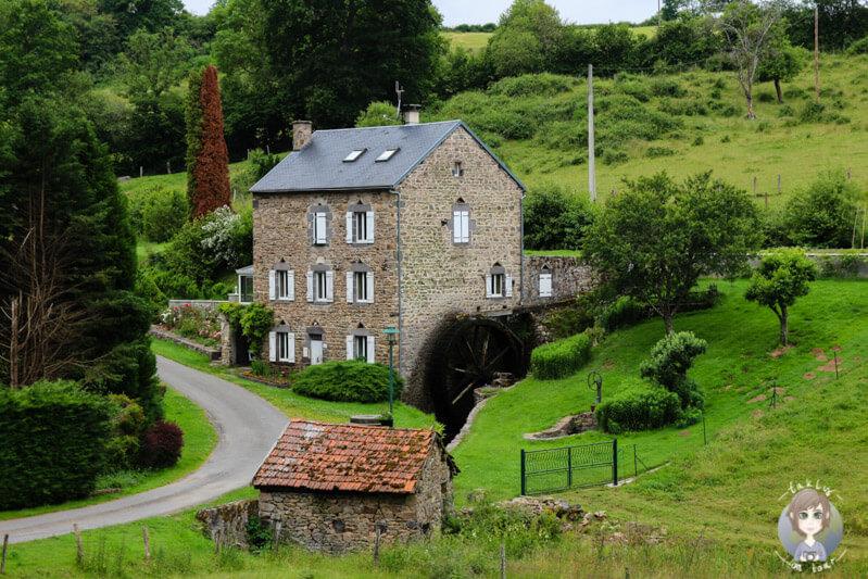 Eine Mühle in Les Palles, Charbonnières-les-Vieilles, Frankreich