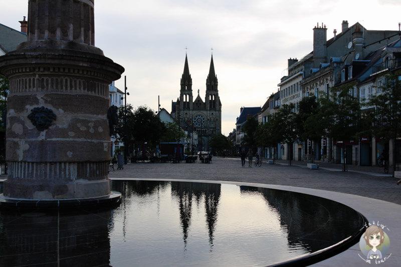 Place d'Allier mit der Sacre Coeur im Hintergrund, Moulins