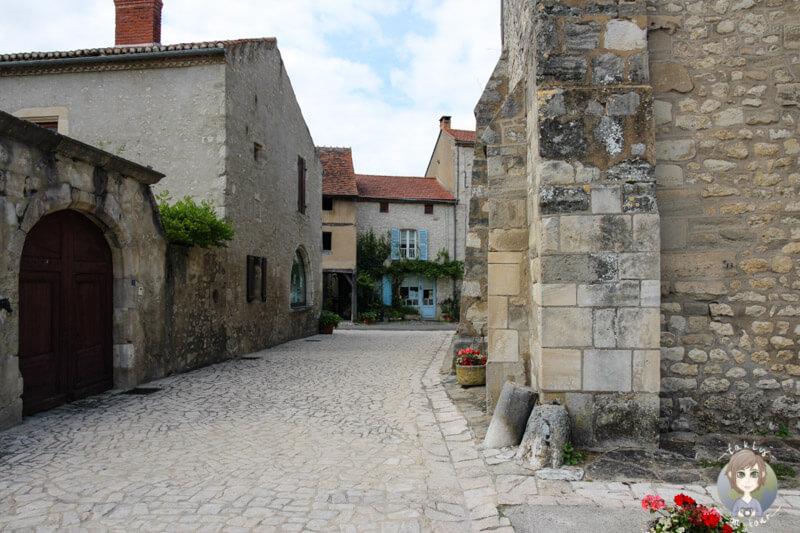 Im Zentrum von Charroux, Frankreich