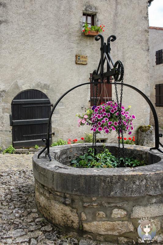 Place de la Baume, ein Brunnen in Charroux, Auvergne