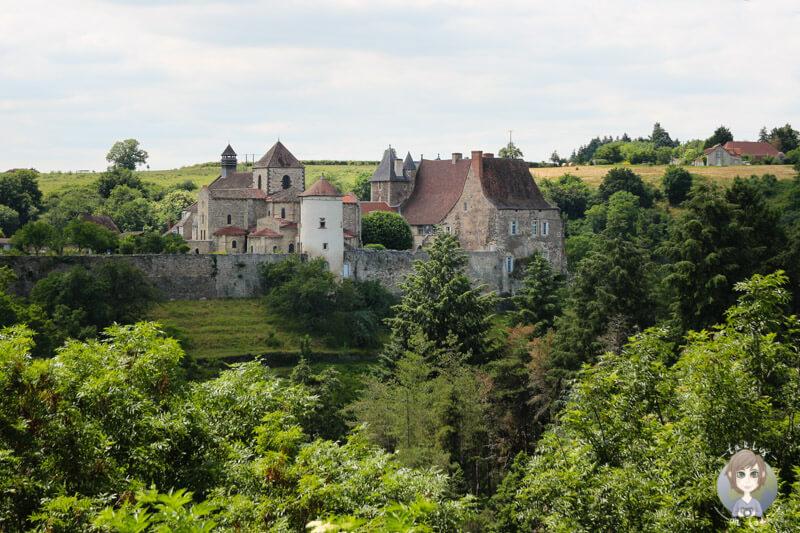 Postkartenperspektive auf das Kloster von Chantelle, Abtei Saint Vincent, Frankreich