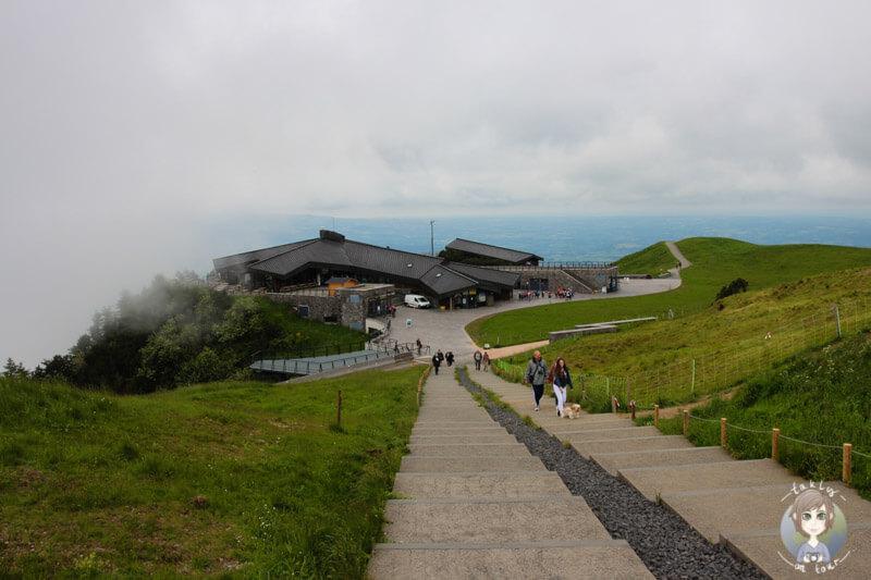 blick-auf-die-bergstation-des-puy-de-dome