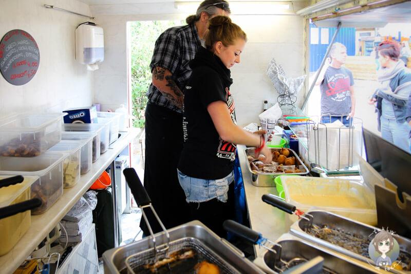 das-team-von-der-kleine-munchkin-auf-dem-street-food-festival-in-koeln
