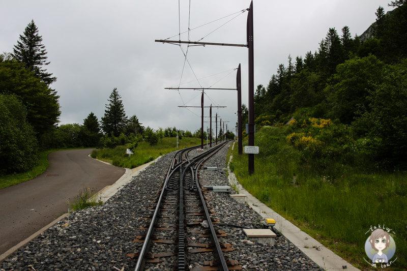 Die Bahnschienen des Panoramique des Dômes, Auvergne, Frankreich