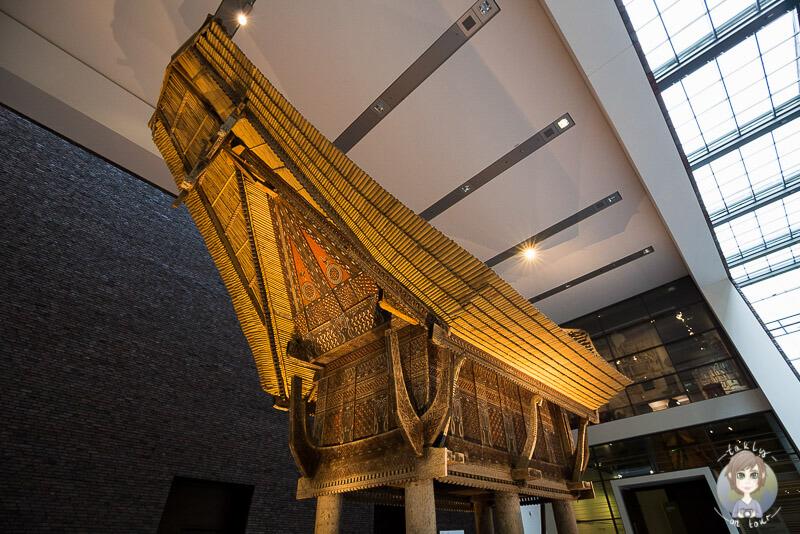 Reisspeicher aus Sulawesi im Foyer des Rautenstrauch Joest Museums in Köln