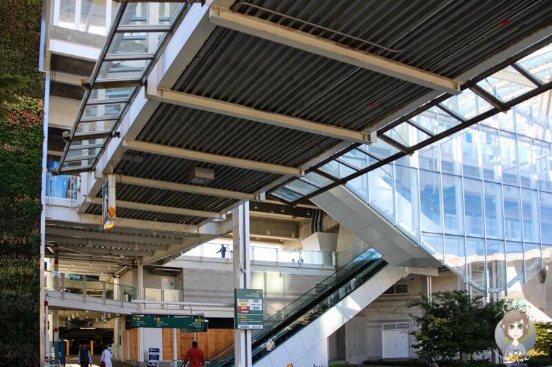Am Airport von Vancouver, Zugang zum Skytrain
