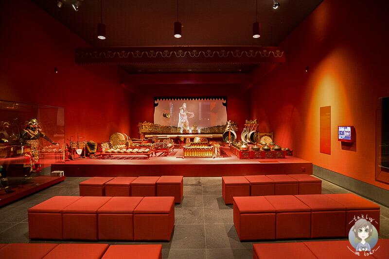 Musikinstrumente zur Einstimmung im Rautenstrauch Joest Museum in Köln