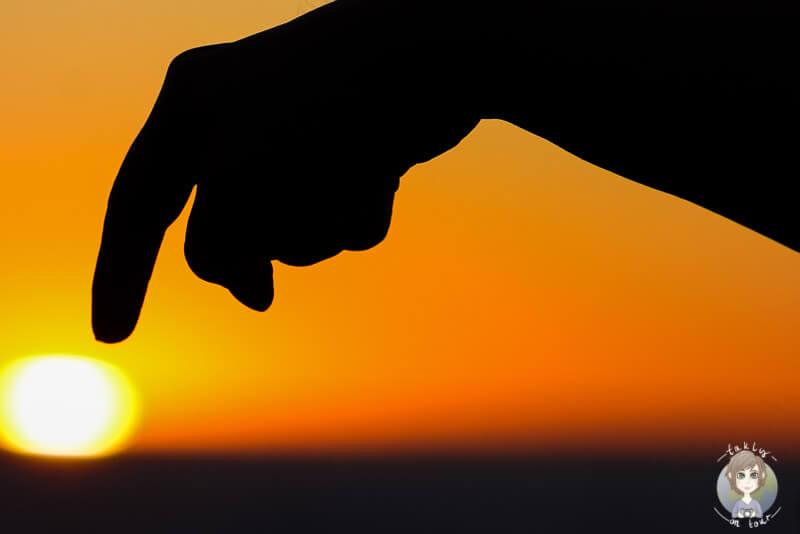 Schattenspiele, die Sonne und der Finger