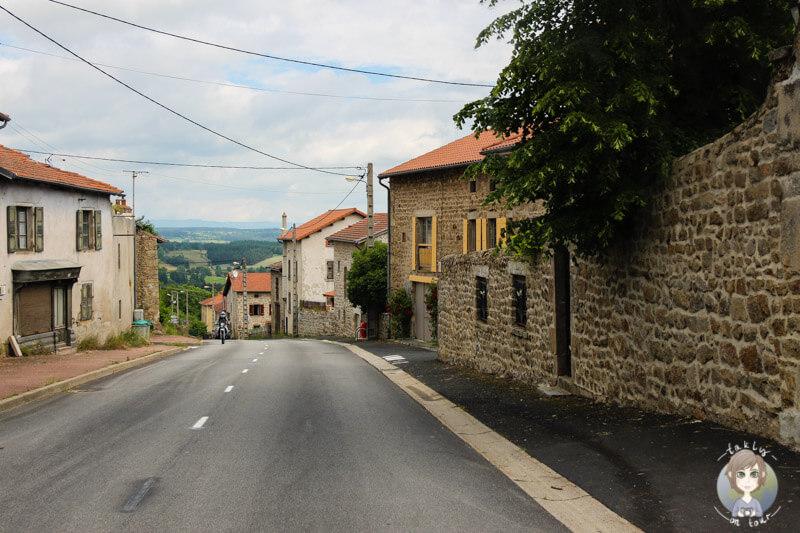 bergdorf-in-der-auvergne-frankreich