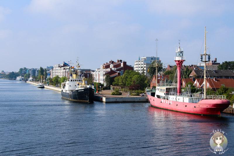 Schiffe im Ems-Jade-Kanal, Wilhelmshaven