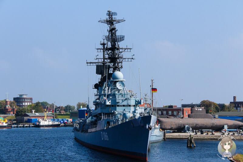 Ein Marineschiff vom Marinemuseum