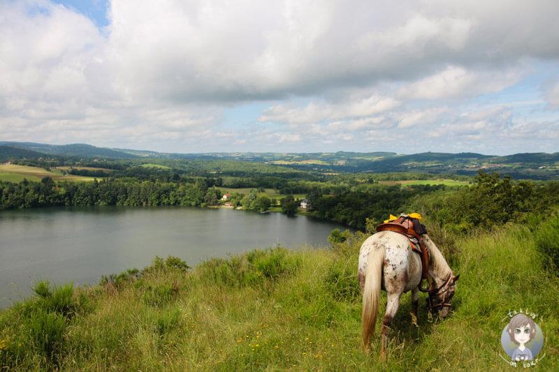 Mit dem Pferd am Gour de Tazenatm Frankreich
