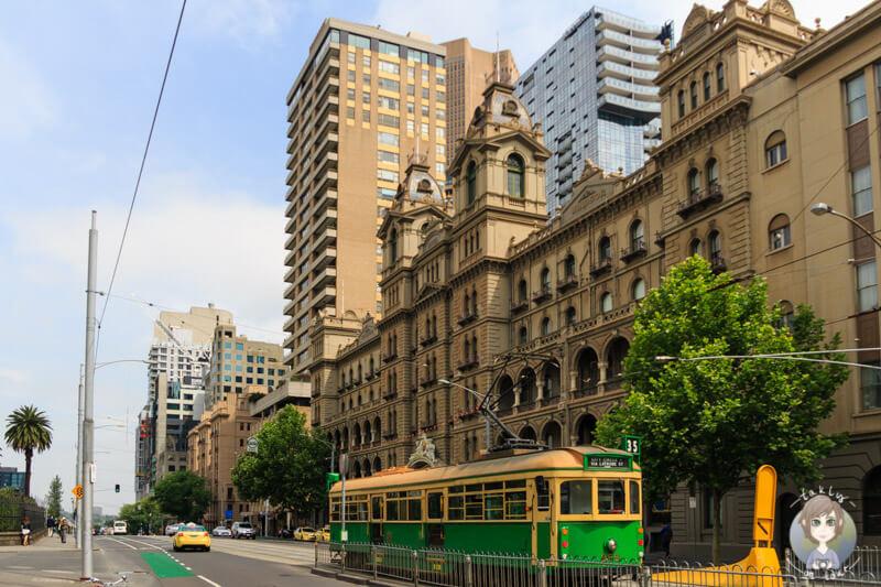 Eine Tram auf der Spring Street, Free Tram Zone in Melbourne