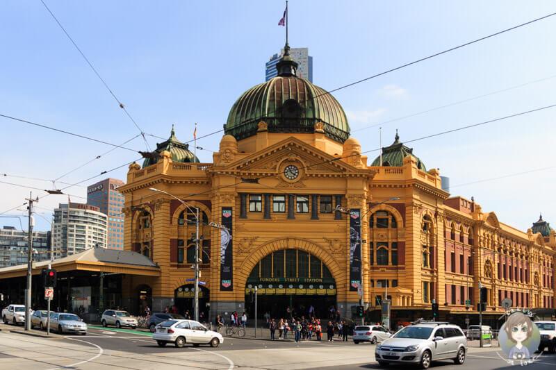 Die Flinders Street Station am Federation Square in Melbourne