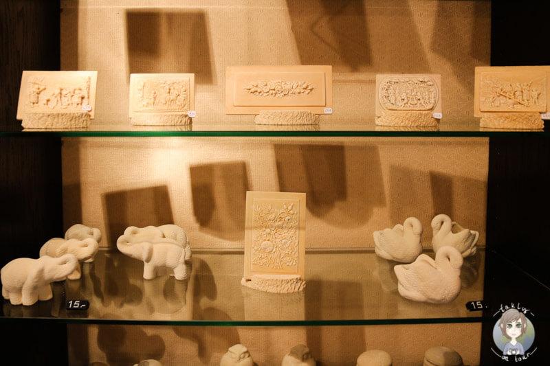Die fertigen Kunstwerke im Ausstellungs- und Verkaufsraum, Fontaines Pétrifiantes de Saint Nectaire