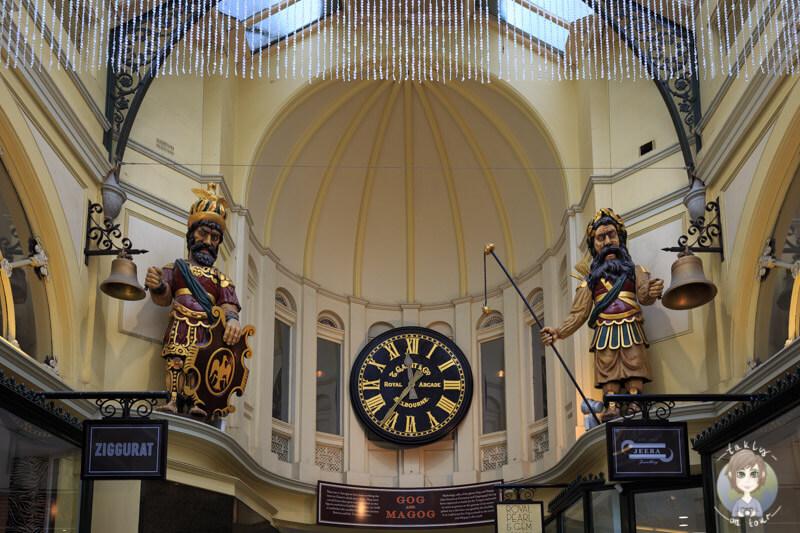 Eine schöne Uhr und Figuren in der Royal Arcade
