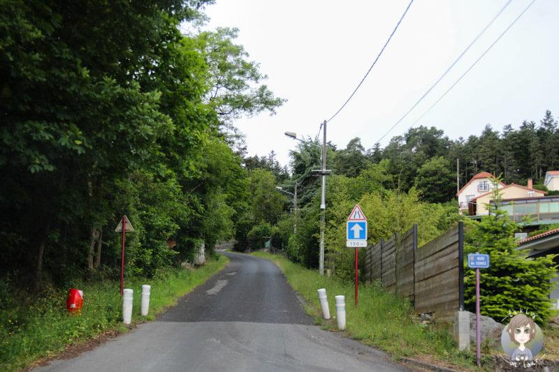 Eine schmale Straße in Châtel Guyon