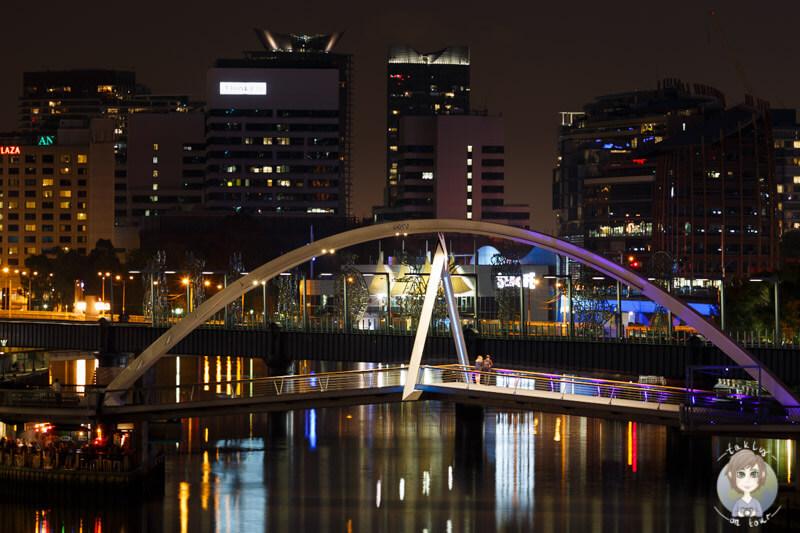 Die Southbank Pedestrian Bridge, sehenswerte Brücke über den Yarra River in Melbourne