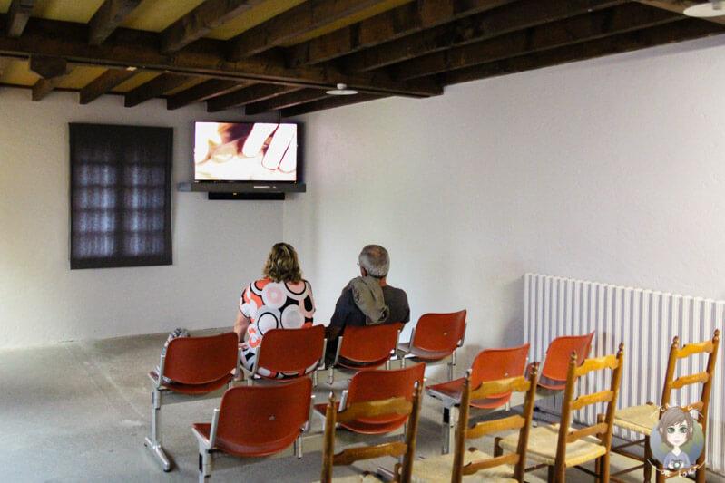 Ein kurzer Film zeigt die täglichen Arbeitsabläufe im Werk Papon, Saint Nectaire