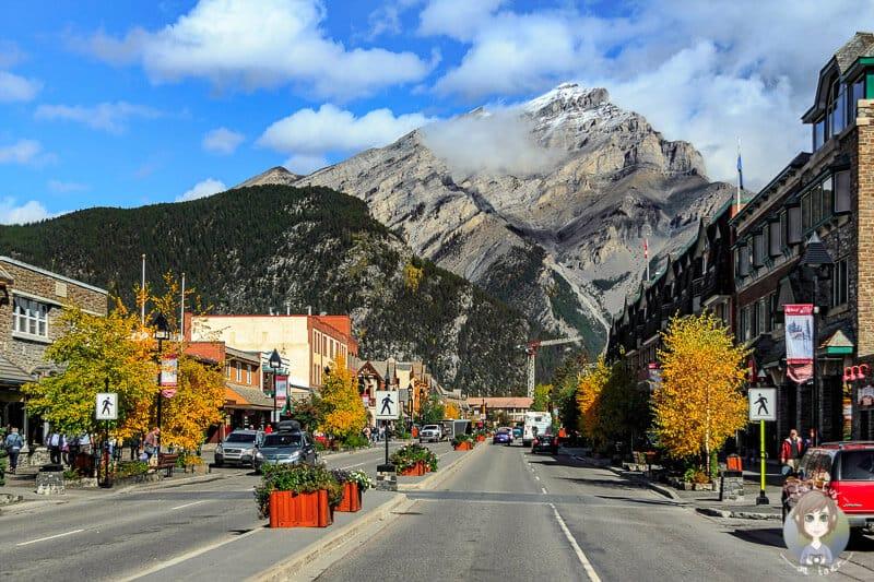 Das Zentrum von Banff unser Tipp für einen Roadtrip durch Kanadas Westen