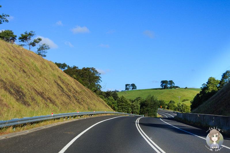 Tolle Aussicht auf der Fahrt über den S Gippsland Highway Richtung Foster, Australien
