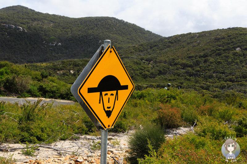 Lustiges Straßenschild am Carpark der Whisky Bay, Australien