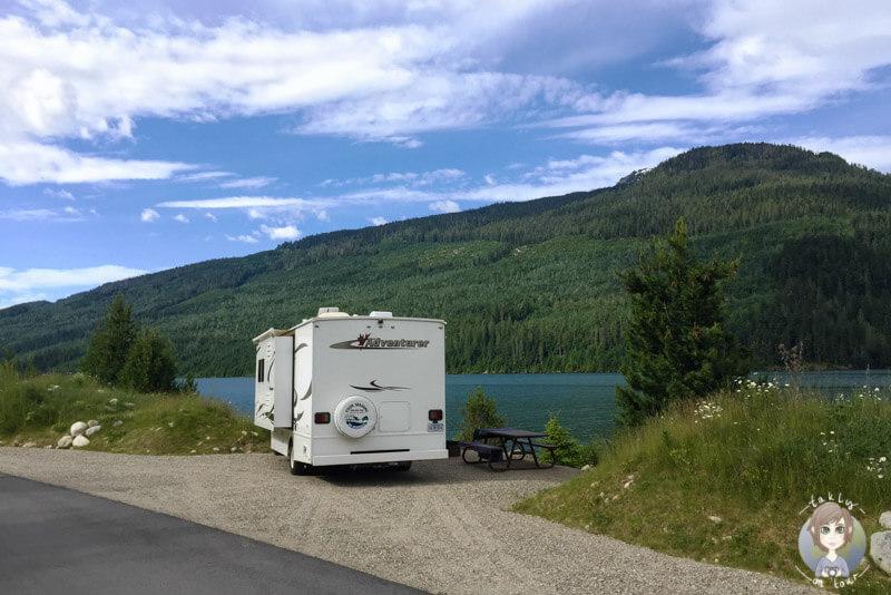 Schöner Campingplatz in der Nähe von Revelstoke, am Revelstoke Lake, BC
