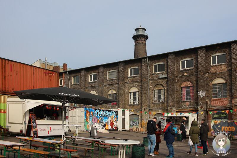 Das Kölner Street Food Festival vor dem Heliosturm in Köln Ehrenfeld,