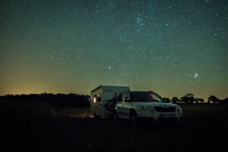 Mit dem Wohnwagen unter dem Sternenhimmel - Copyright Camperstyle.net