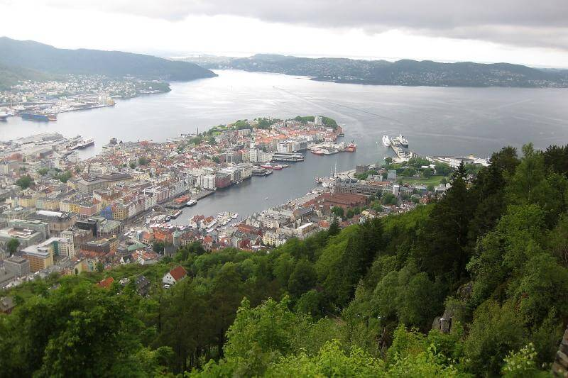 Aussicht auf Bergen - transitfrei