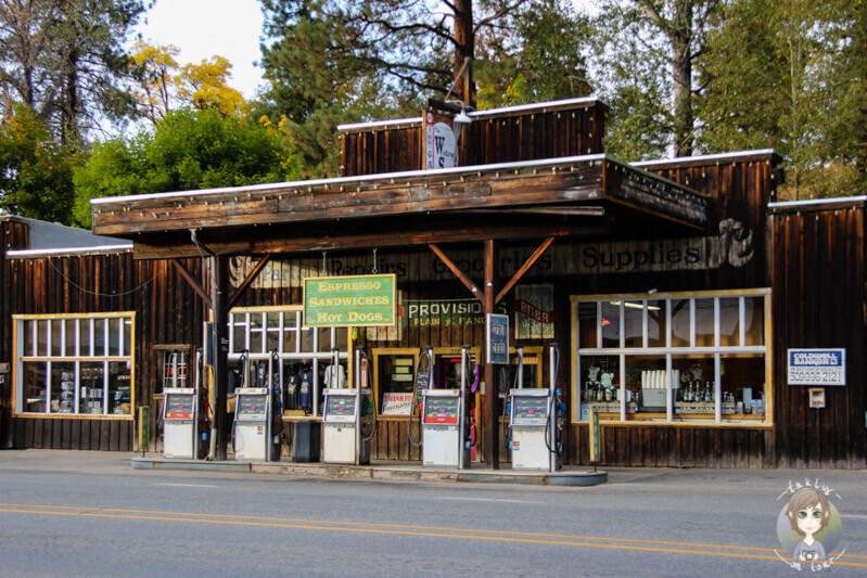 Eine historische Tankstelle in Winthrop, Amerika