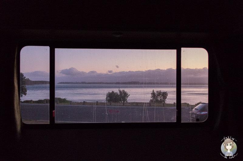 Aussicht aus dem Camper auf den Sonnenuntergang in der Anzac Bay