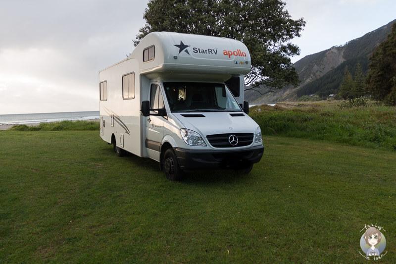 Mit dem Camper in der Tokomaru Bay, Neuseeland