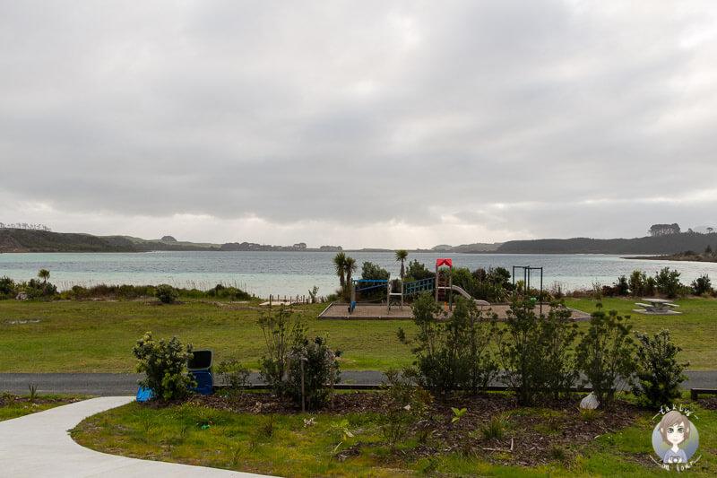 Strand und Spielplatz am Lake Taharoa, Neuseeland