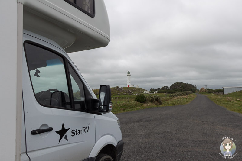 Übernachtung mit Blick auf den Leuchtturm am Cape Egmont