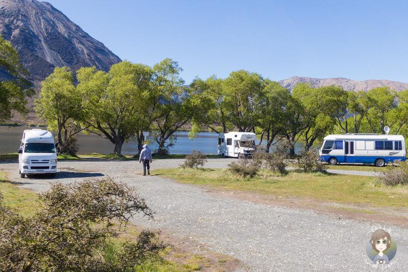 Wohnmobile am Lake Pearson in Neuseeland einer unserer schoensten Campingplaetze auf Neuseelands Suedinsel